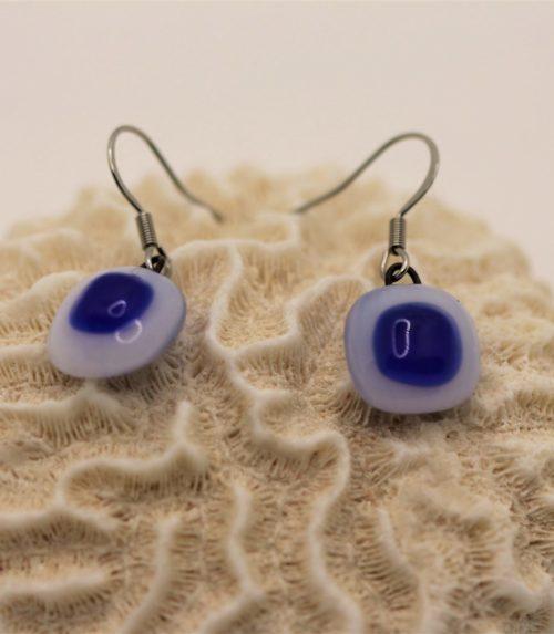 boucles d'oreilles en verre blanc et bleu foncé