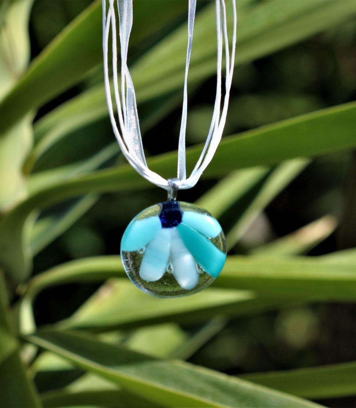 pendentif en verre rond motif fleur