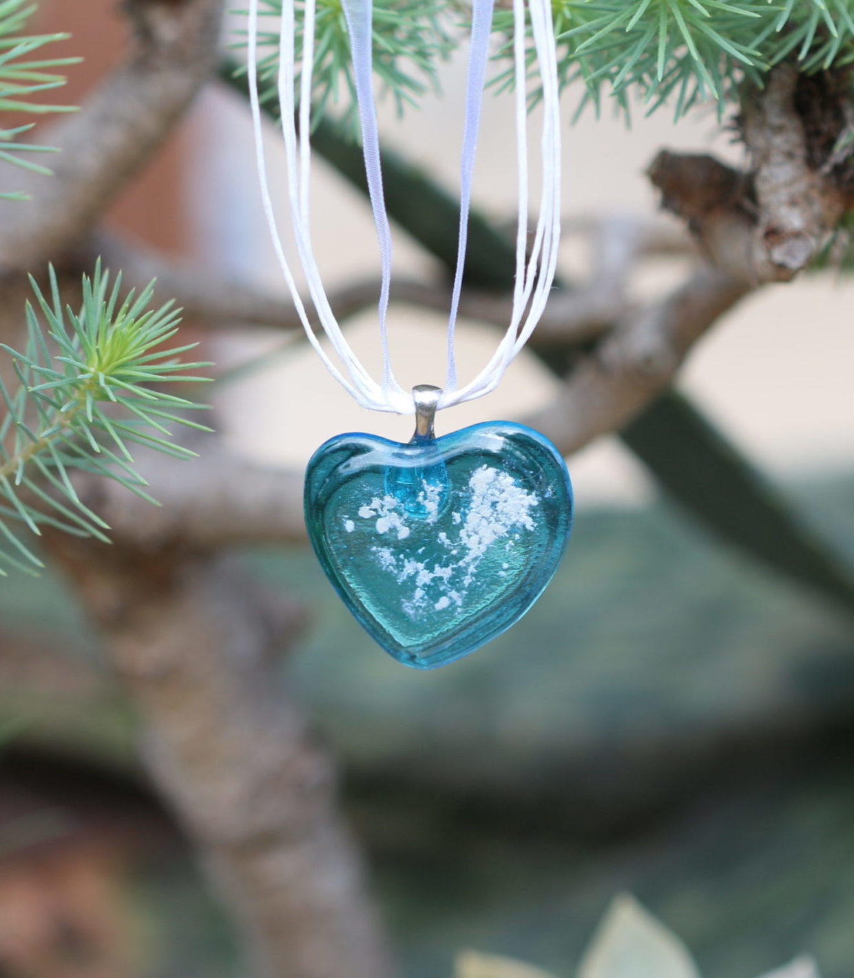 Pendentif cœur en verre transparent bleu