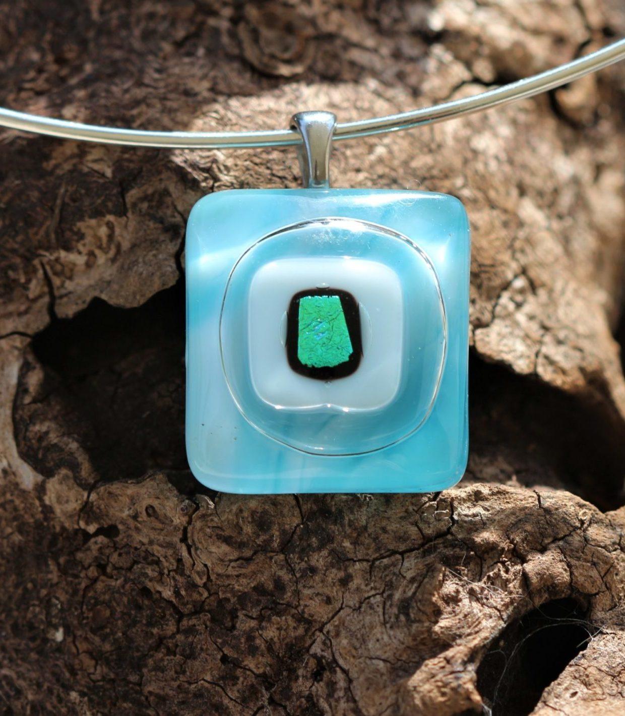 Pendentif en verre bleu turquoise et blanc