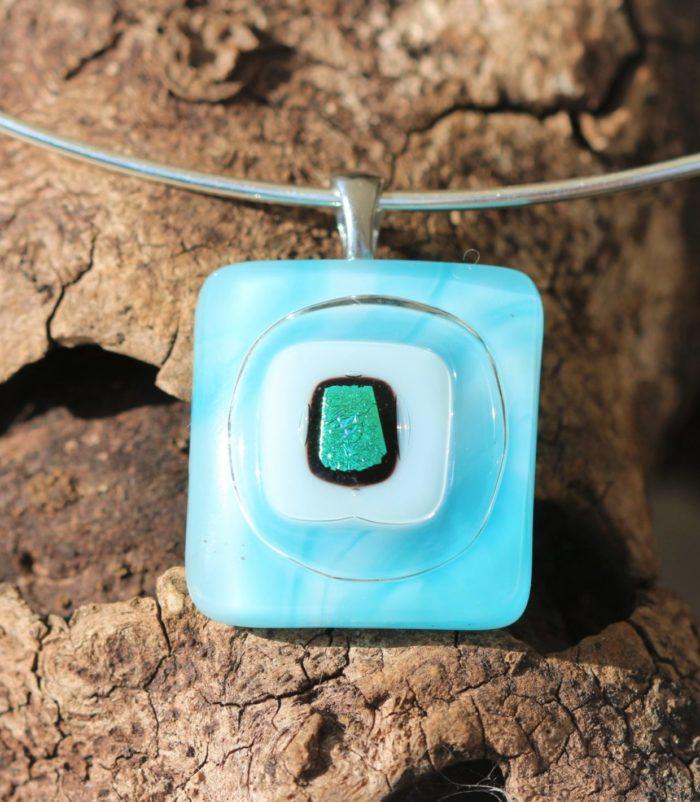 Pendentif carré en verre bleu turquoise