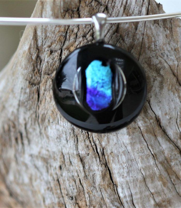 pendentif en verre noir et verre dichroïque