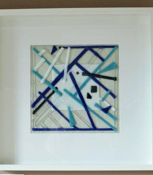 tableau en verre abstraits dans différents ton de bleu