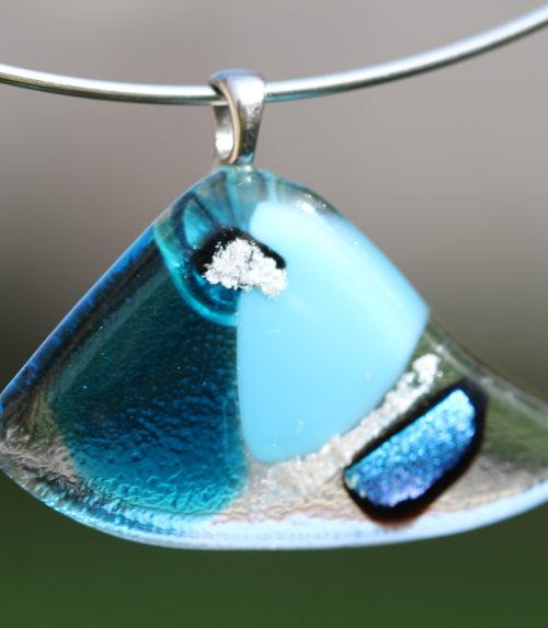 pendentif en verre bleu