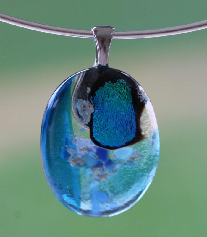 pendentif en verre bleu et verre transparent